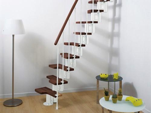 Pixima ruimtebesparende multi-inzetbare trap met spijlen leuning -  wit staal donkere beuken treden