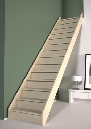Dennenhouten rechte trap incl. tegentreden