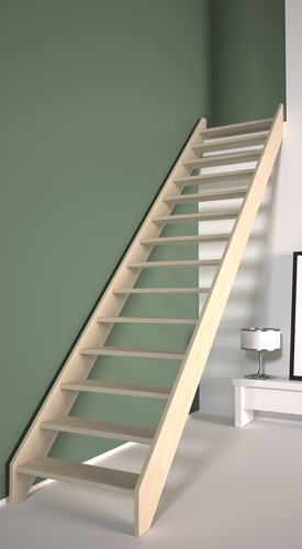 Dennenhouten rechte trap