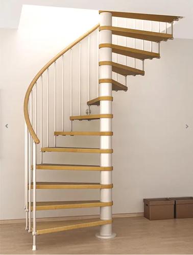 Spiraaltrap met 180 graden draai van wit gelakt staal en beukenhouten treden. Diameter 148 cm