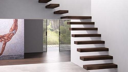 Zwevende rechte trap van beukenhout. Treden 90 cm breed. Compleet bouwpakket bestaande uit 10 treden.