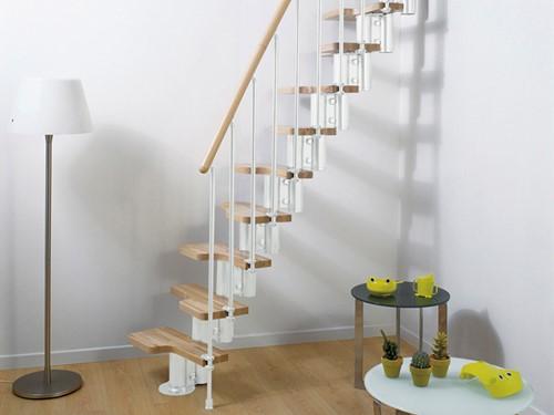 Pixima ruimtebesparende multi-inzetbare trap met spijlen leuning -  wit staal lichte beuken treden