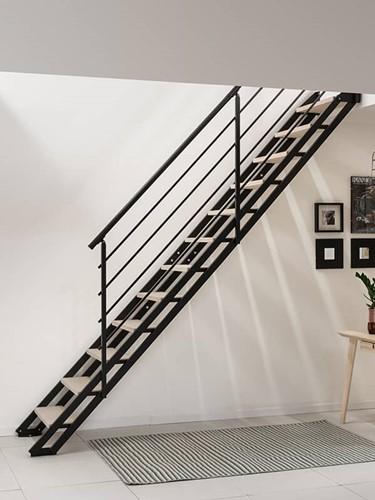 """Moderne stalen trap """"POP"""" Zwart met houten treden"""