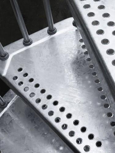 Extra trede voor de stalen wenteltrap met antislip diameter 120 cm - voor buiten gebruik