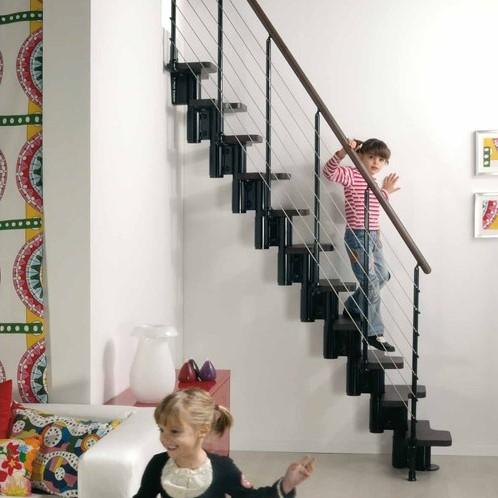 Kya multi-inzetbare trap - Zwart metaal met donker beuken treden